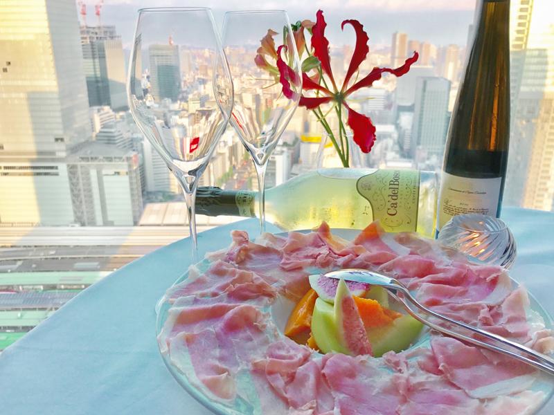 「生ハムと季節のフルーツの盛り合わせ」のイメージ写真