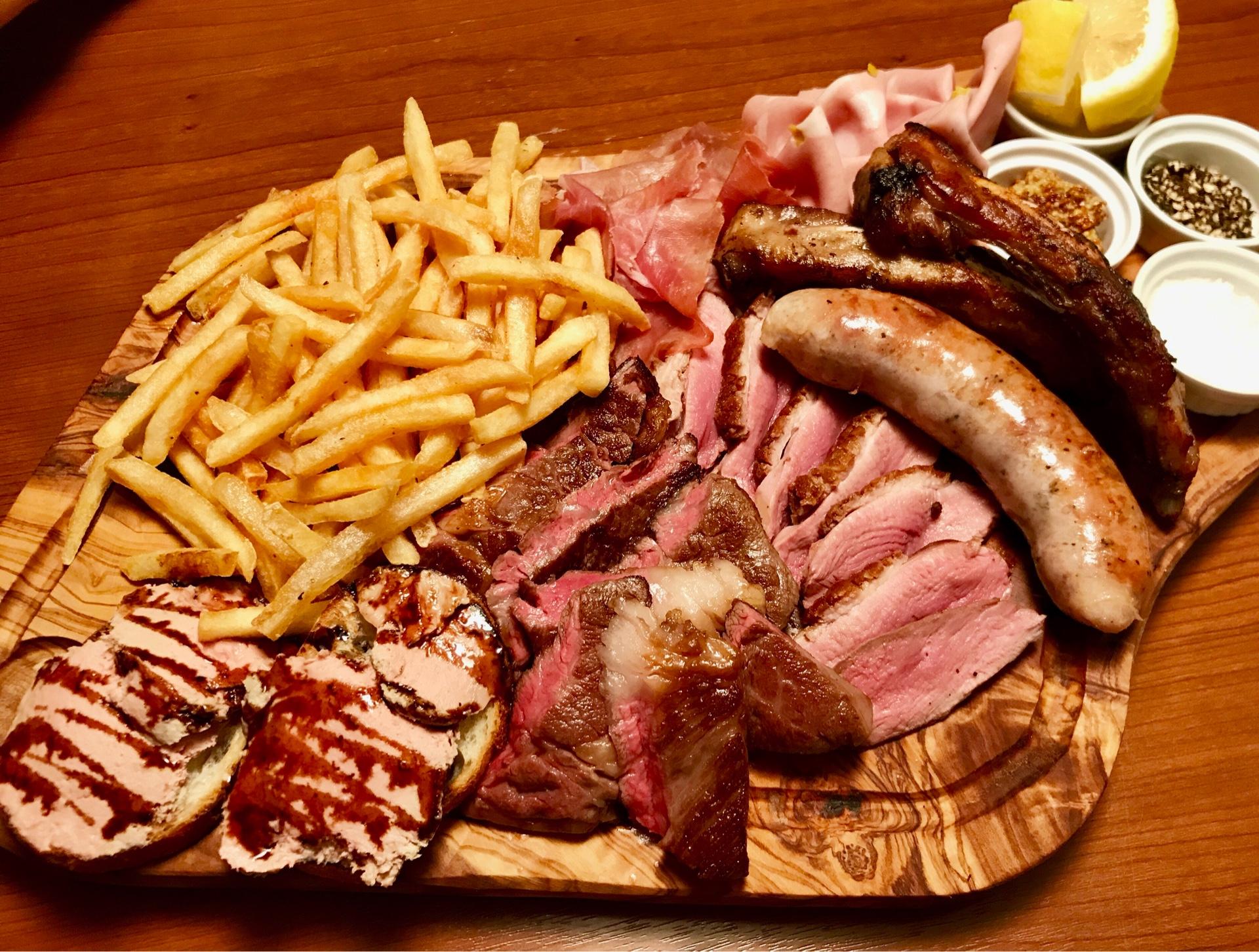 「肉料理カルネミストメガ盛り!!」のイメージ写真