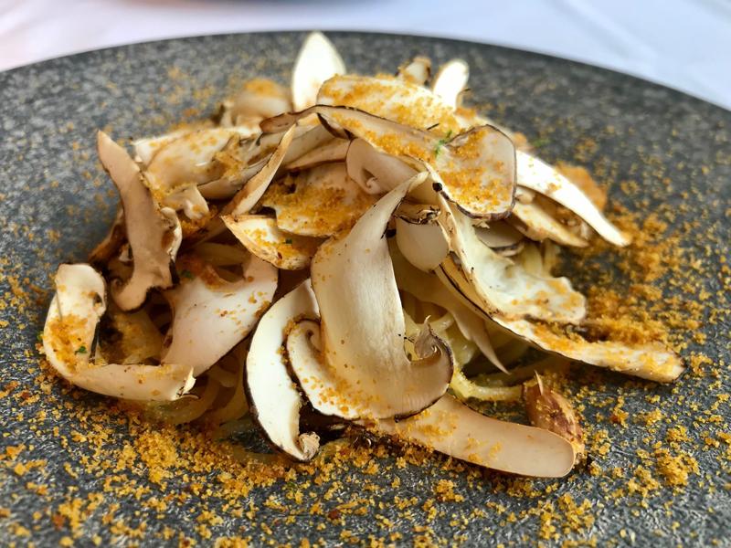topic : 松茸たっぷりのペペロンチーノ からすみの風味と青柚子の香り…